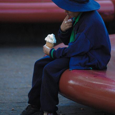 Ice Cream Kid, Nikon D70, AF Zoom-Nikkor 70-300mm f/4-5.6D ED