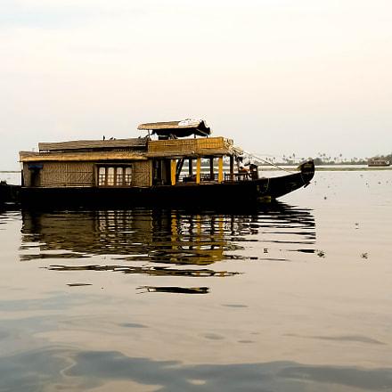 House Boat, Nikon COOLPIX L21