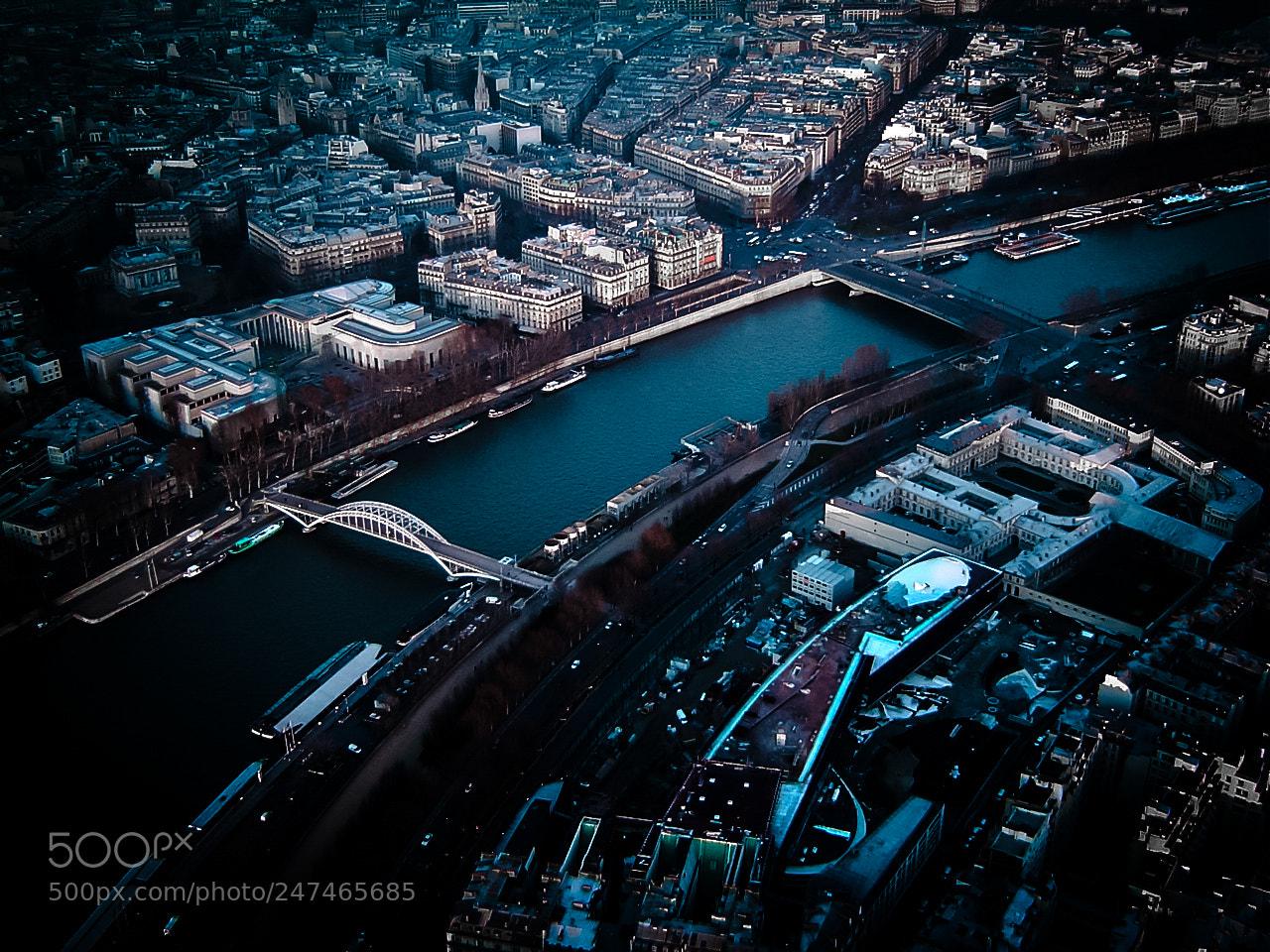 "Sony DSC-P72 sample photo. ""Paris"" photography"