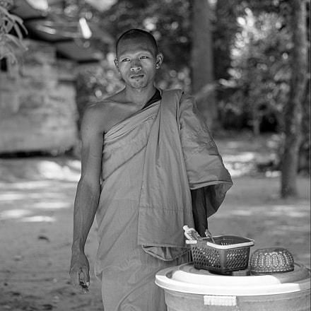 Angkor`s Monk, Sony DSLR-A850, Sony 85mm F2.8 SAM (SAL85F28)