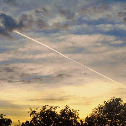 Contrail cloudscape, Nikon COOLPIX S3400
