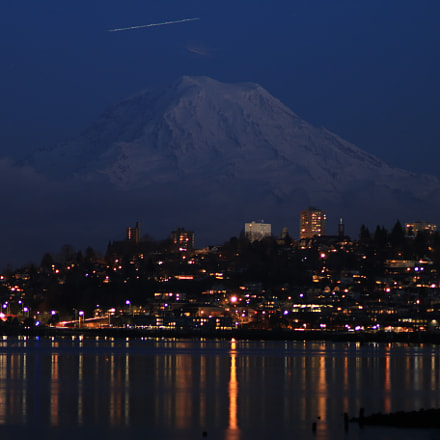 Mount Rainer Towering over, Canon EOS 70D