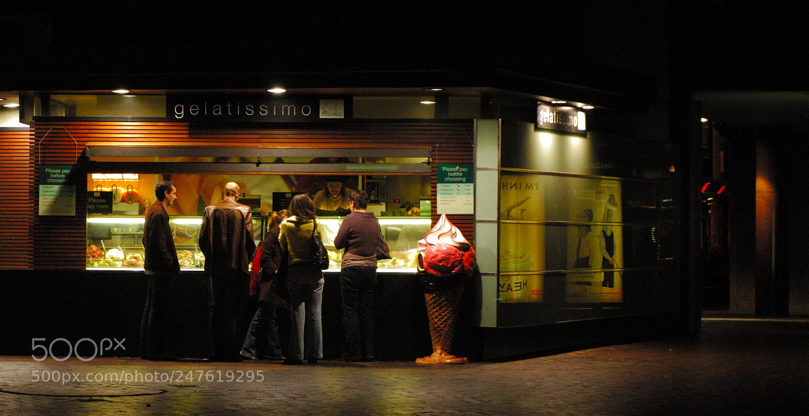 Ice cream shop, Nikon D70, AF Zoom-Nikkor 35-80mm f/4-5.6D N