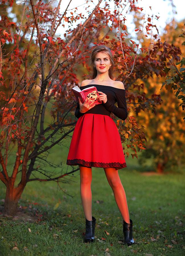 Russian girl reading a book at sunset, автор — Сергей К на 500px.com