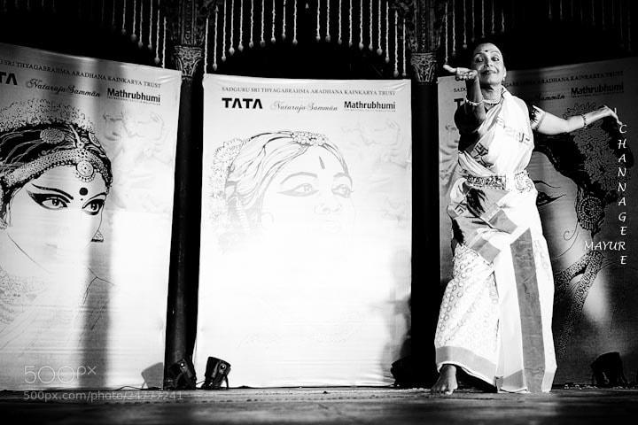Photograph Bharati Shivaji - Mohiniyattam by Mayur Channagere on 500px