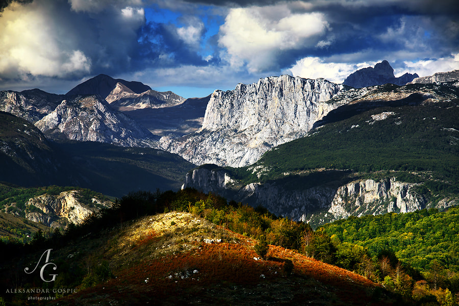 Durmitor posing under the cumulus clouds. On the right is the highest peak of the mountain, Bobotov Kuk (2522m), in the middle is Boljska Greda face, on the left Prutaš (2396m)