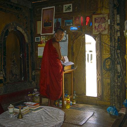 Monk, Canon POWERSHOT S30