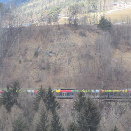 Train, Canon IXY 600F