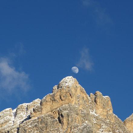 moon, Canon IXY 600F