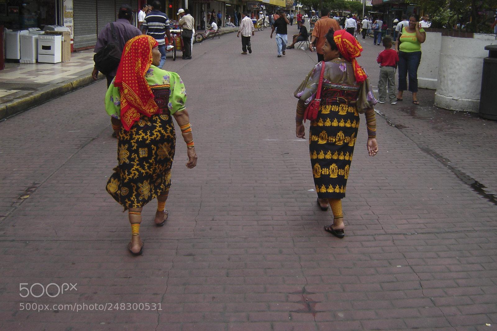 Women, Sony DSC-P73
