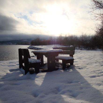 Lonely table, Sony DSC-W170