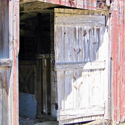 Old Barn Door, Canon POWERSHOT S50