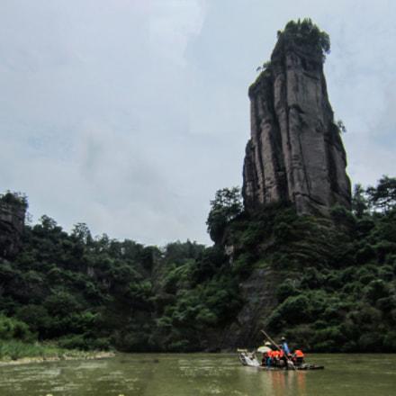 An abrupt rock peak, Canon IXUS 220HS