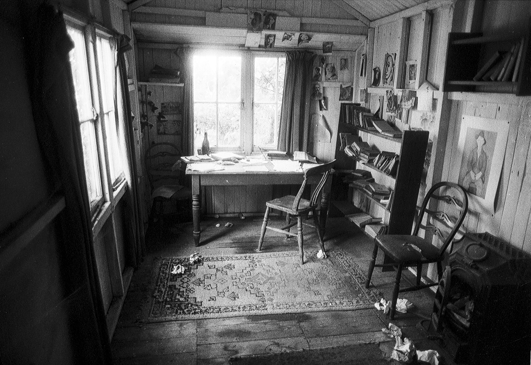 Photograph writing shed by Jean-Claude Boucher on 500px