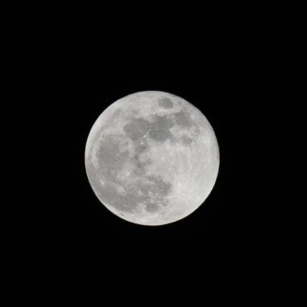 The Moon, Nikon D750, AF-S VR Zoom-Nikkor 200-400mm f/4G IF-ED