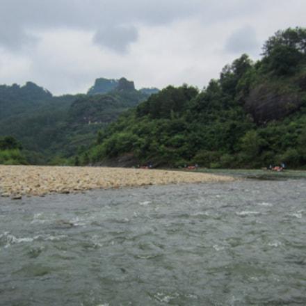 A broad river, Canon IXUS 220HS