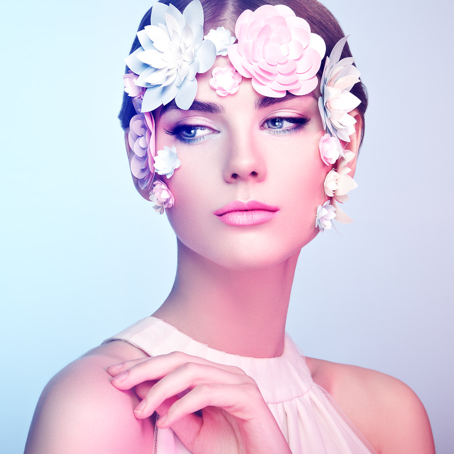 500px.comのOleg GekmanさんによるFace of beautiful woman decorated with flowers