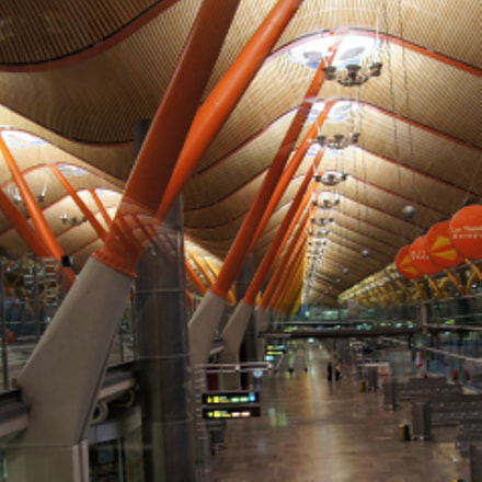 Barajas airport, Sony SLT-A33, Sony DT 16-105mm F3.5-5.6 (SAL16105)