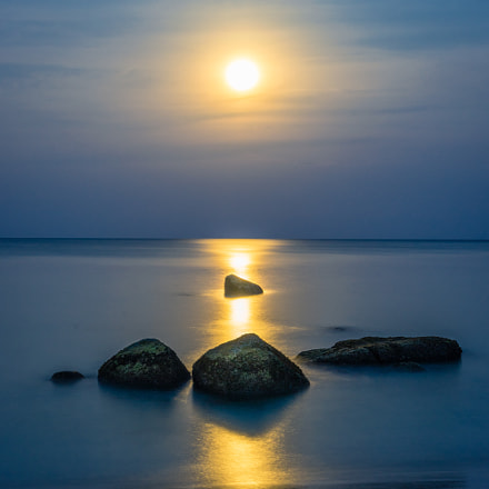Fullmoon and rocks