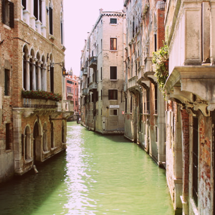 Canal in Venice, Italy, Canon EOS 550D, Canon EF 80-200mm f/2.8L