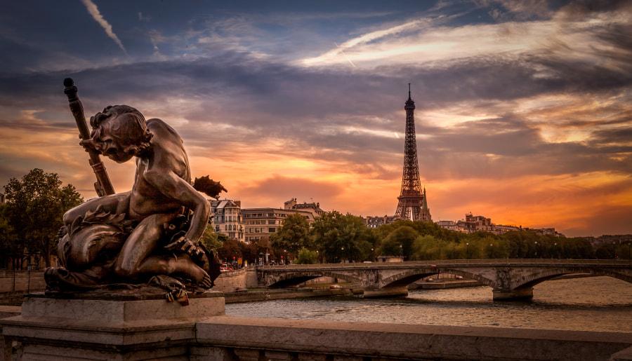 The statut of Alexander III Bridge in Paris