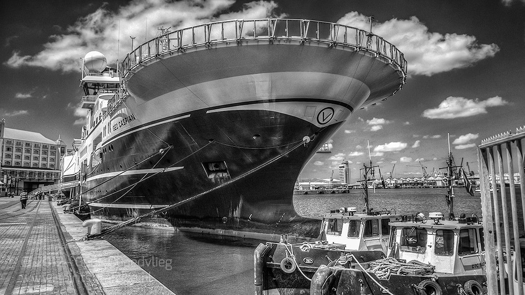 Photograph Boat on the Waterfront by Guus Quaedvlieg on 500px