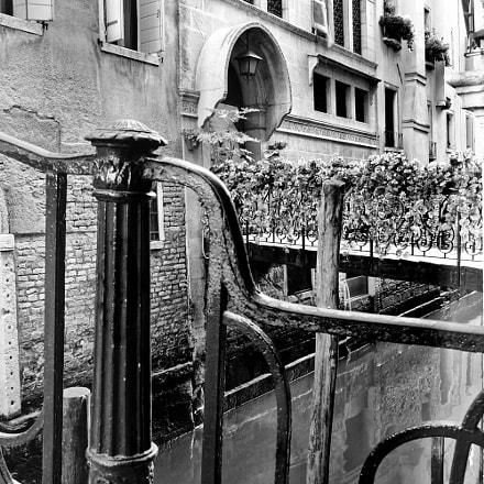 una ringhiera a Venezia, Fujifilm FinePix S200EXR