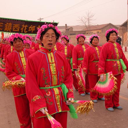 節慶上來自各地的秧歌隊,盡情的展現其團隊的舞藝, Nikon E5700