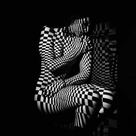 squared girl, Nikon D90, Tamron AF 18-270mm f/3.5-6.3 Di II VC PZD (B008)