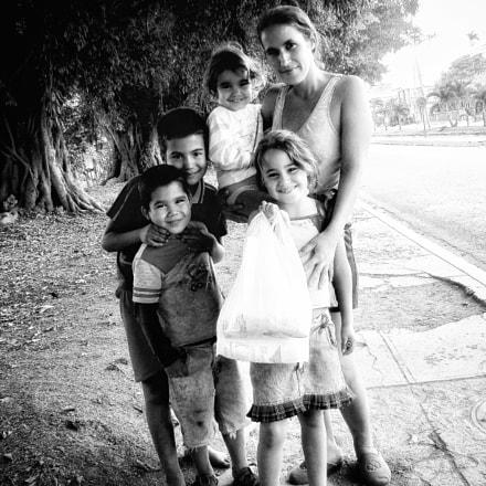 Cuban family, Sony DSC-H7