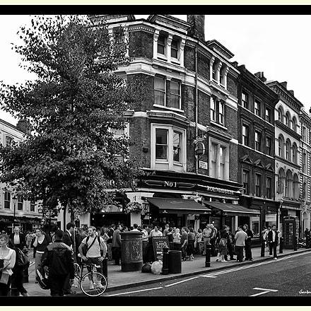 Roundhouse Pub London, Nikon E5400