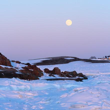 Moon Over Frozen Sea, Canon EOS 1200D