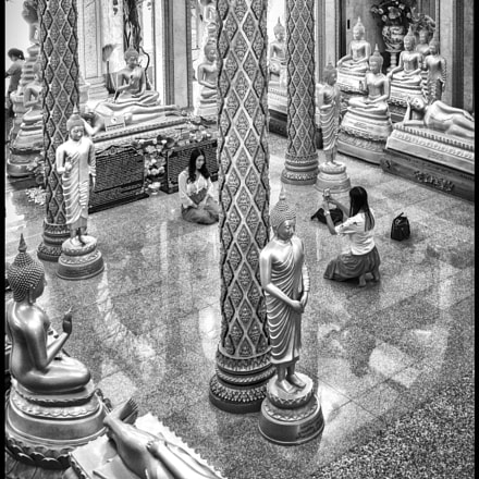 Photography in the temple.....