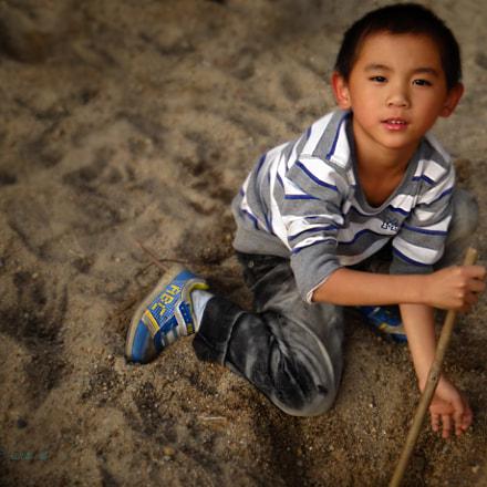 【玩沙的小男孩】红儿郎 摄, Sony DSC-HX200