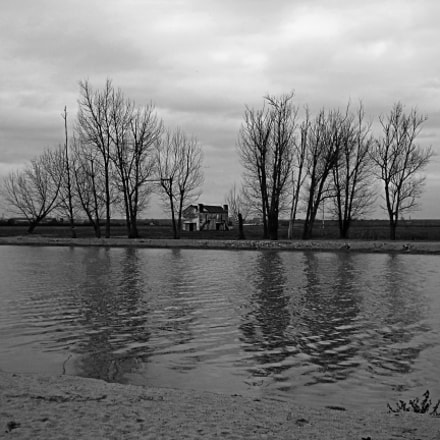 House by the river..., Sony DSC-W710