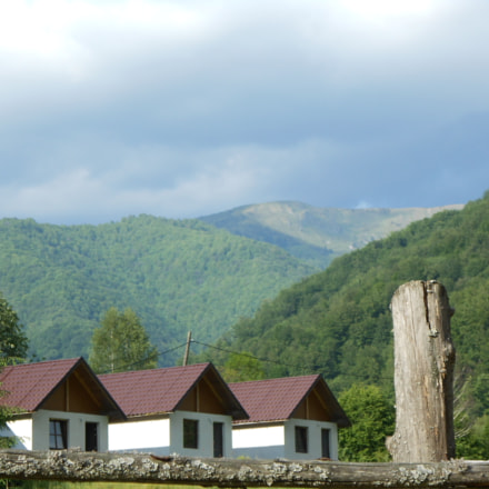 Houses between the mountains, Nikon COOLPIX S2700