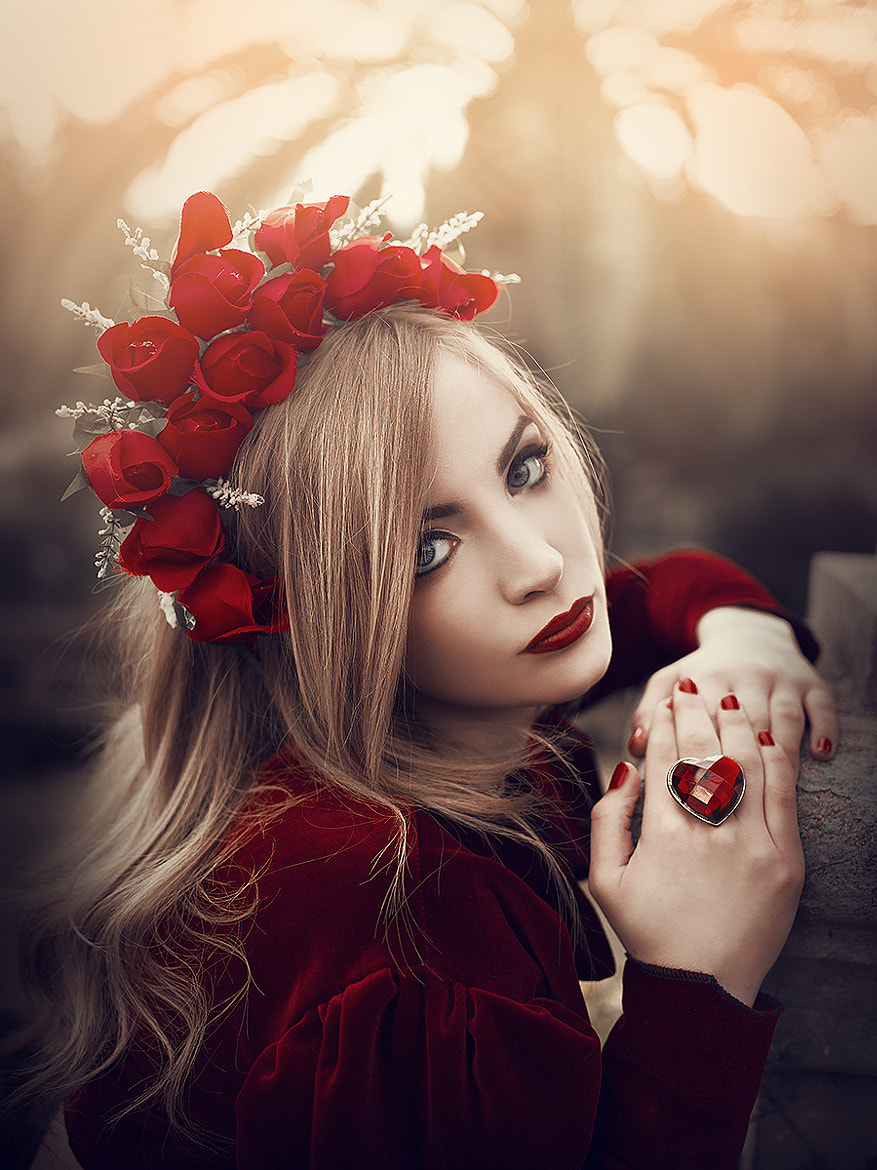 Photograph The lady in red by Rebeca  Saray on 500px