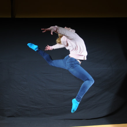 Jump in jeans, Nikon D300