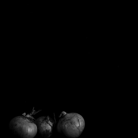 Three onions conspiring, Canon EOS 550D, Canon EF 40mm f/2.8 STM