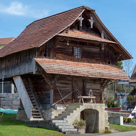 Lieli - old wooden building