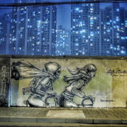 The wall, Nikon COOLPIX P310