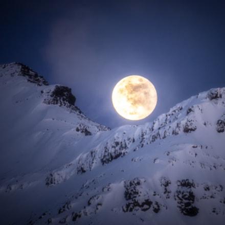 Moon over Eiði