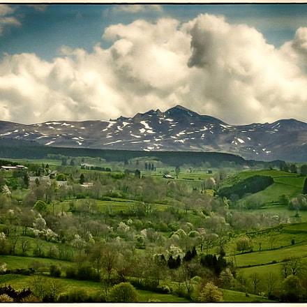 Spring in the Auvergne, Nikon E8800