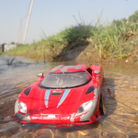 red car, Sony DSC-W570