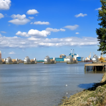 River Thames and Thames, Canon EOS 70D, Canon EF-S 10-22mm f/3.5-4.5 USM