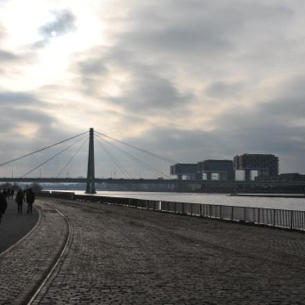 Cologne dark, Nikon D700, AF Zoom-Nikkor 35-70mm f/2.8D