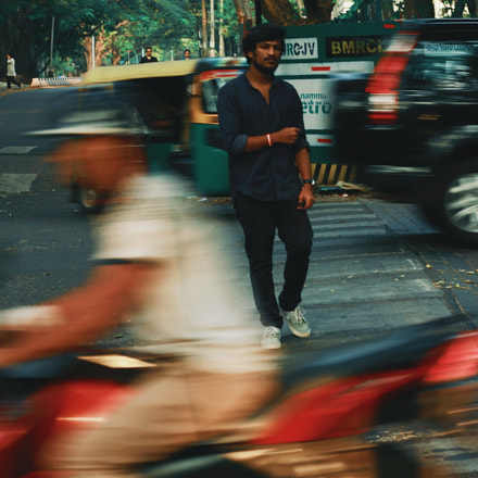 Amidst the Traffic, Canon EOS 700D, Canon EF 50mm f/1.8