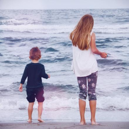 Kids on the beach, Fujifilm FinePix S4200
