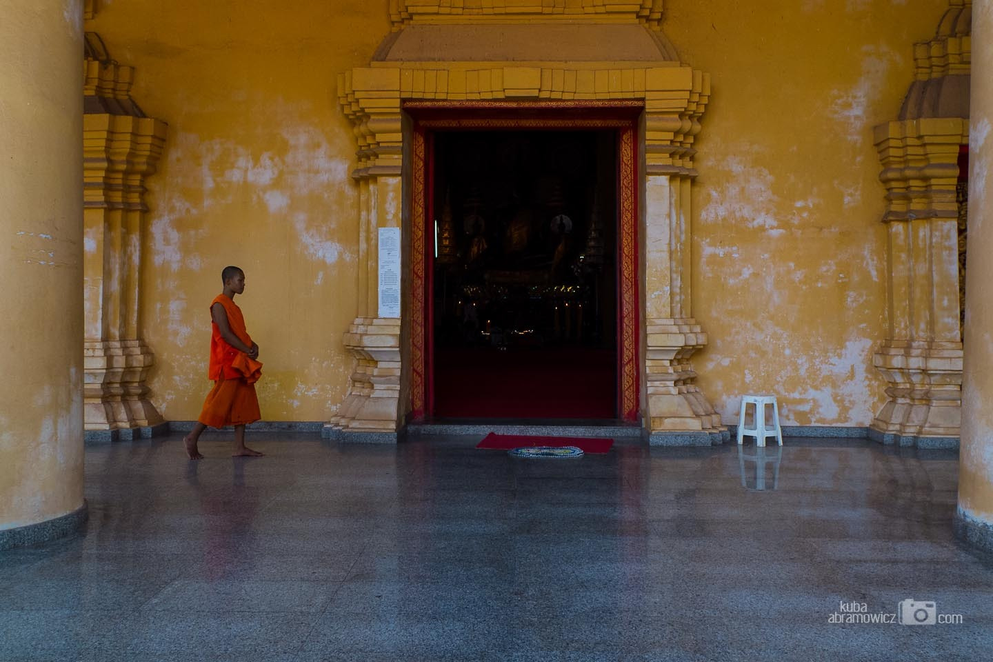 Photograph Monk in a temple by Kuba Abramowicz on 500px