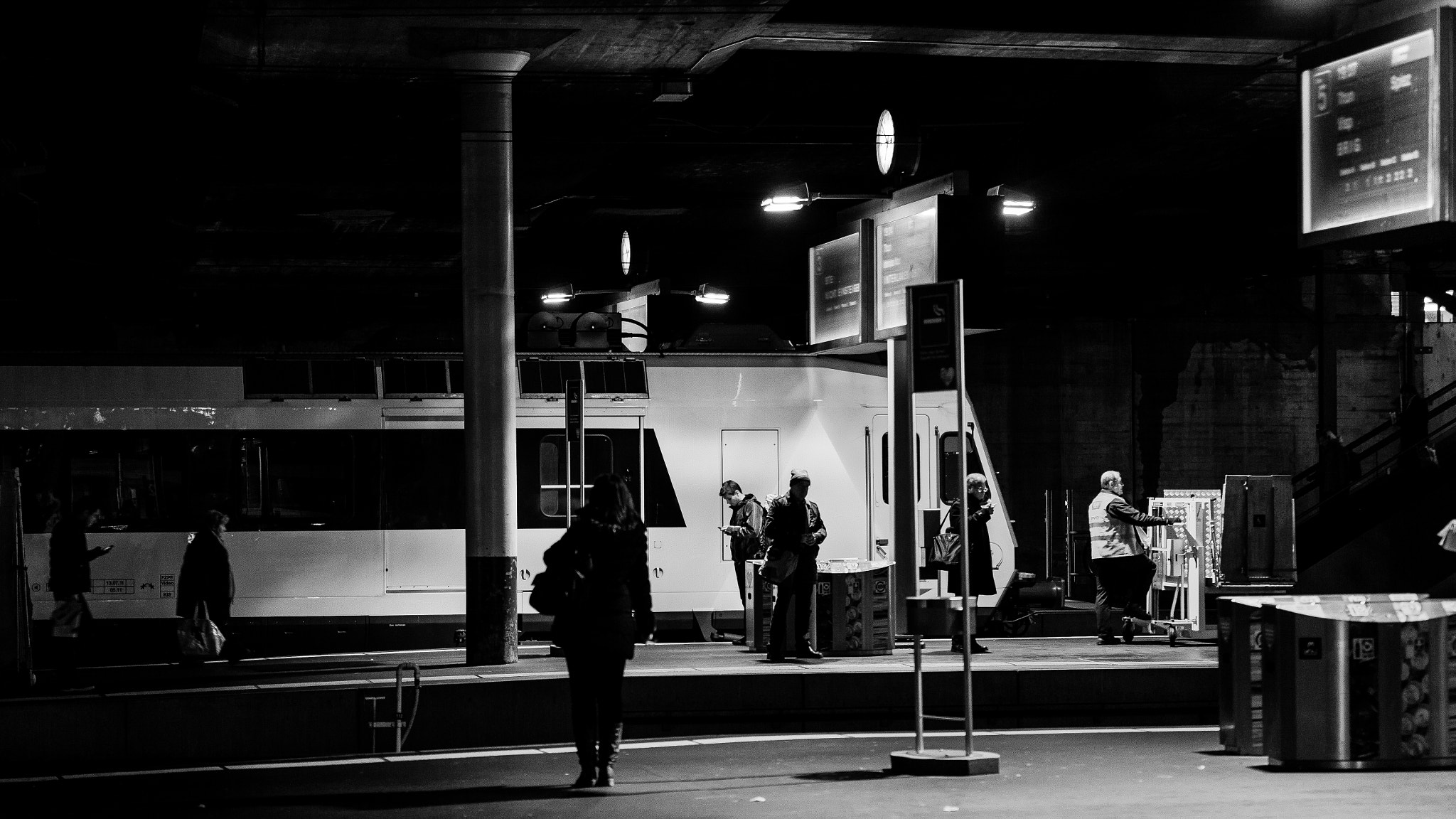 Photograph A la gare by Xavier   on 500px